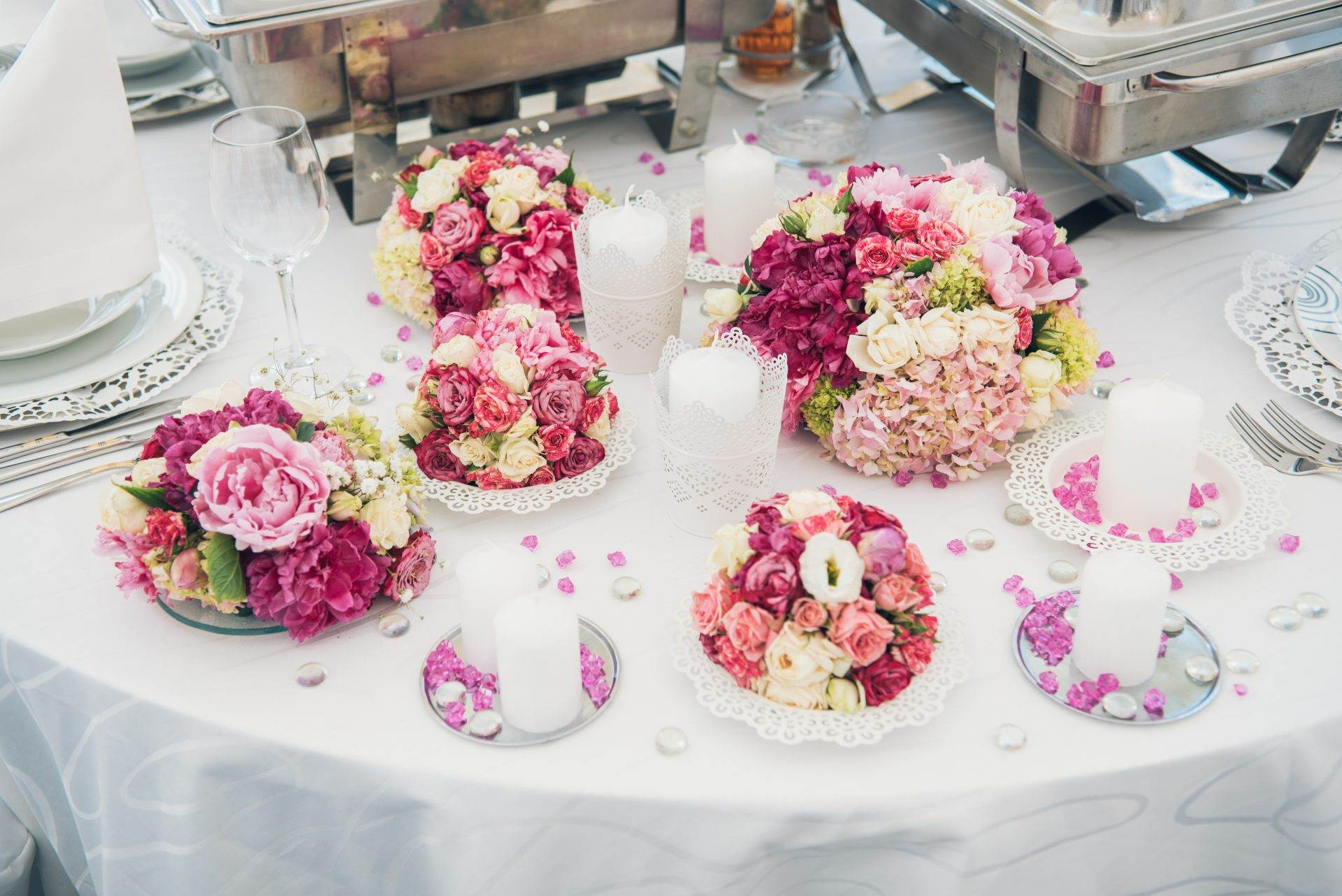 After a funeral, it is customary to hold a funeral reception service that allows the gathering of friends and family members the opportunity to meet in an informal setting.